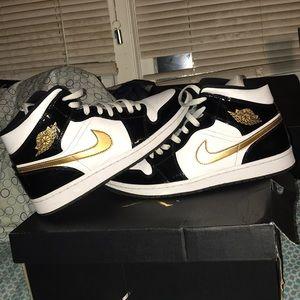 Size 11 Jordan 1 Mid SE